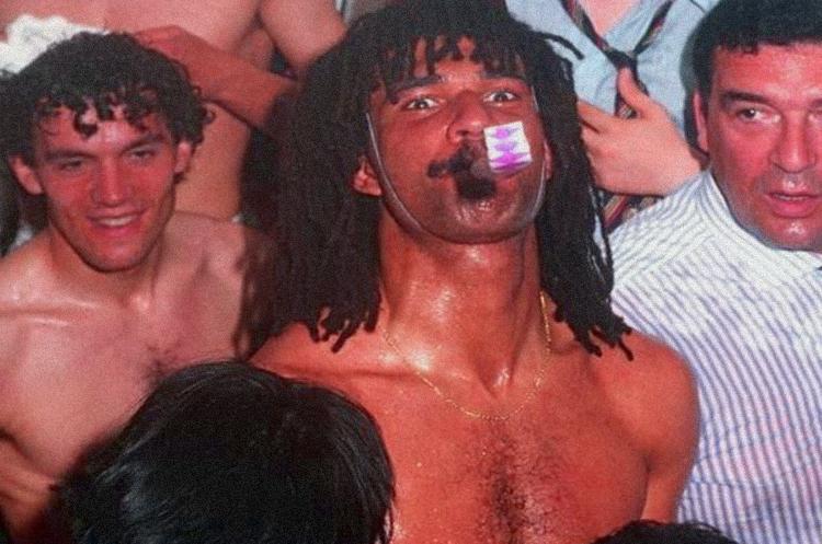 Risultati immagini per uomini dello spettacolo nudi